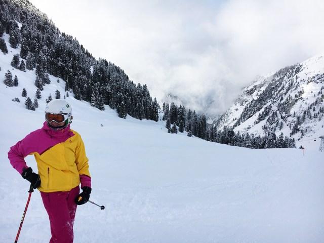 stubai piste met skier