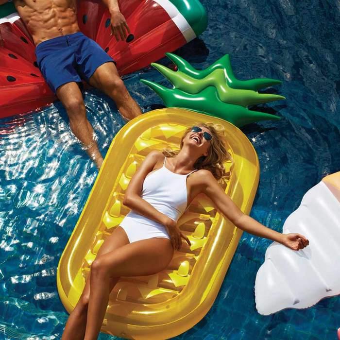 summer essentials - opblaas ananas