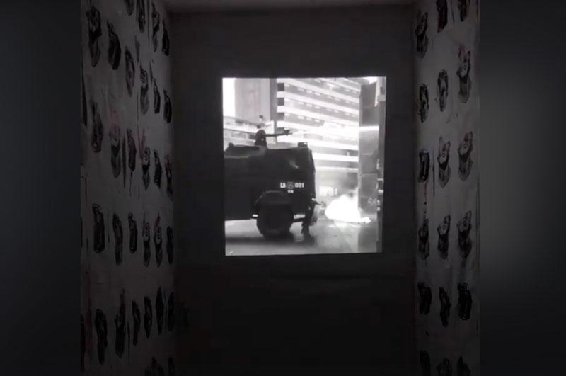 Acusación a la violación de los derechos humanos en formato video – instalación e imágenes dejadas por performance. - Foto: Muriel Gallardo