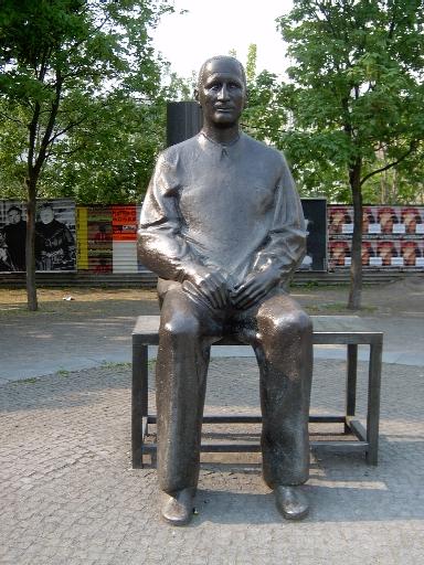 Estatua de Brecht frente al Berliner Ensemble - Foto: Spree, Tom - Lado B erlin.