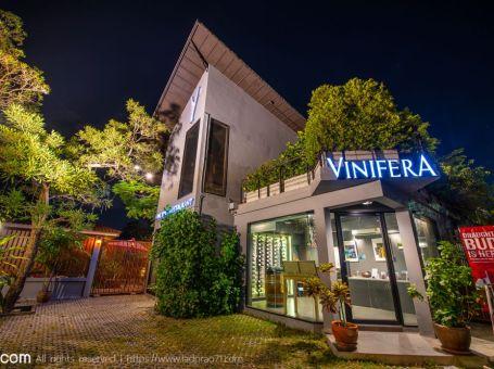 บรรยากาศร้าน Vinifera ดื่มด่ำกับไวน์และอาหารฝรั่งเศสที่คุณต้องชอบ
