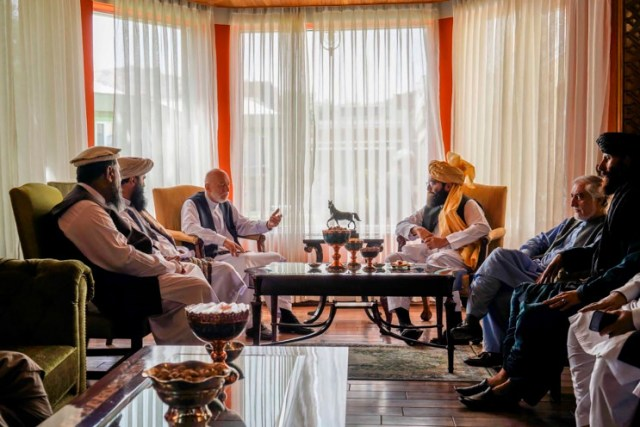 Former Afghan President Karzai meets with Taliban