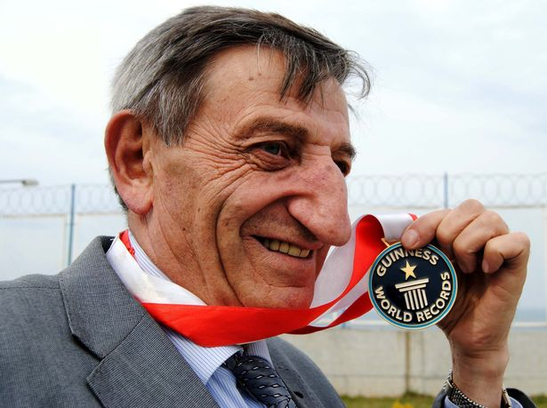 71-year old man keeps his place as world number one for having longest nose