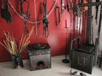 Roter Salon im Dominastudio Alina Sommer