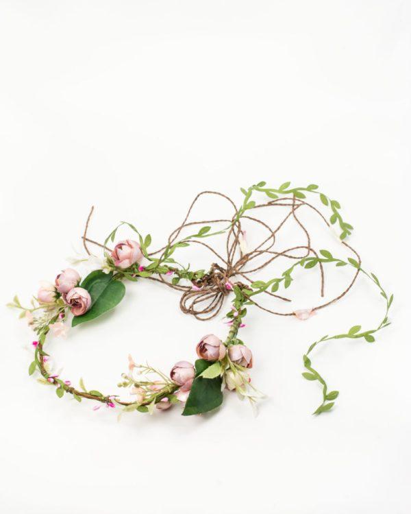 Couronne de fleurs avec liane