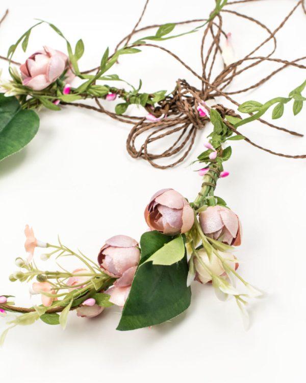 Couronne de fleurs cérémonie avec fleurs rose et liane