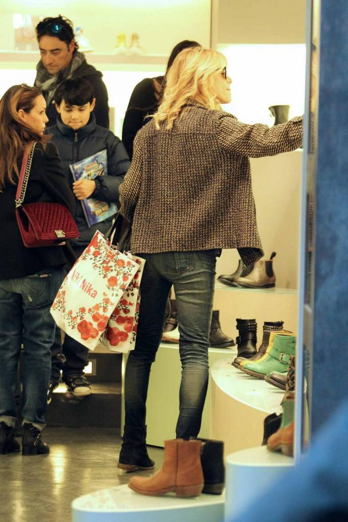 Alessia Marcuzzi shopping in via Frattina e linguacce ai fotografi  Ladyblitz