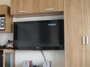 5ive Beach House Hotel TV and amenities