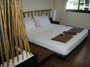 Bamboo House Phuket bed