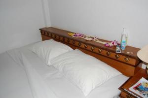 Bill Resort bed corner in bungalow