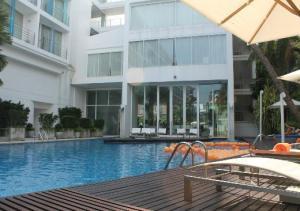Dusit D2 Baraquda Pattaya Hotel pool area