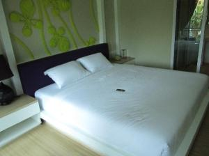Lantana Pattaya Hotel & Resort bed corner