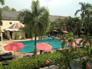 Lantana Pattaya Hotel & Resort pool