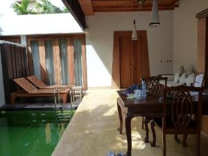 Malisa Villa Suites private pool