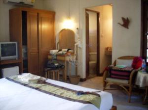 Montien House bedroom