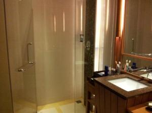 Nova Hotel & Spa Pattaya shower and bathroom