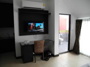 Oasis Inn Bangkok Hotel view of the amenities