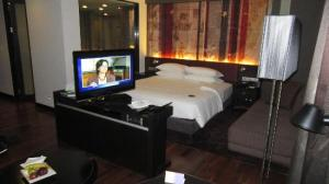 Park Plaza Bangkok Soi 18 room and amenities