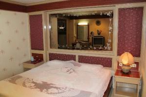 Parkway Inn bed