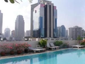 Ruamchitt Plaza Hotel view by the pool of Bangkok