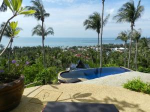 Seaview Paradise Beach and Mountain Holiday Villas Resort swimming pool
