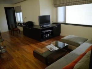 Siri Sathorn living room