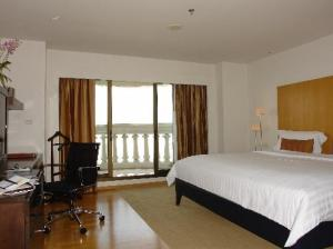Tower Club at Lebua bedroom with balcony