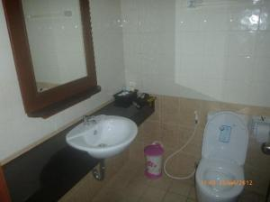 YK Patong Resort toilet