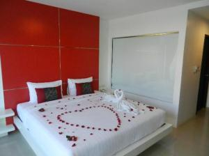 al.fres.co Phuket Hotel bedroom with bathroom open glass room