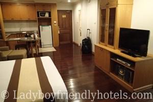 admiral suites bedroom