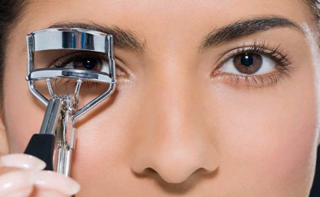 STOP using eyelash curlers
