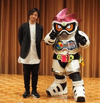 『仮面ライダーエグゼイド』の主題歌は三浦大知さんが歌う「EXCITE(エキサイト)」