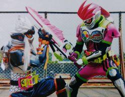 劇場版 仮面ライダーエグゼイド 場面カット!仮面ライダー風魔VSゲンム、大我と貴利矢が同時変身、ブレイブ最強フォームが!