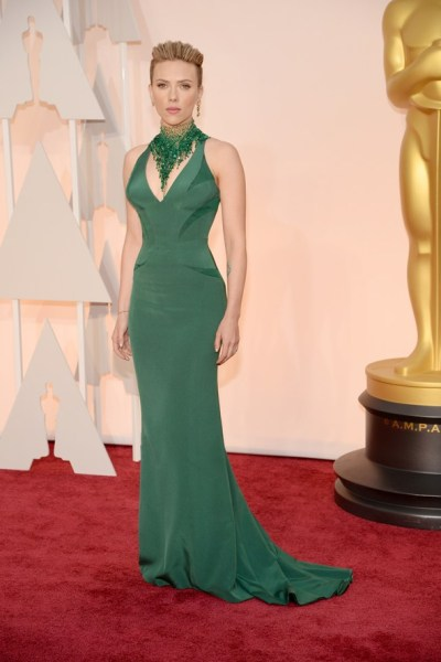 scarlett-johansson-oscar-dress-lady-goldapple