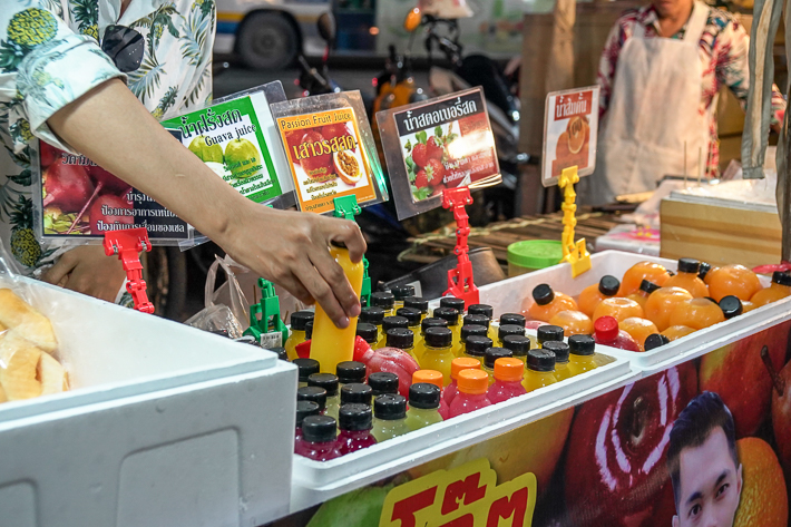 RAMKHAMHAENG UNIVERISTY NIGHT MARKET ORANGE JUICE