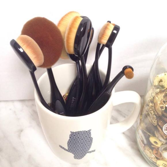Makeup brush storage ideas