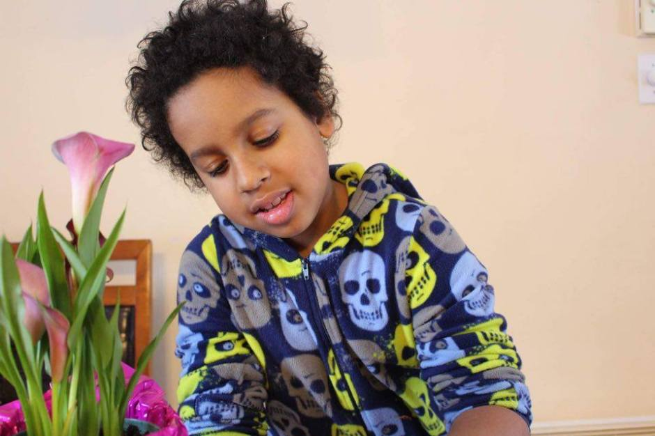 Grateful Sunday: DIY Valentine's Day Heart Shaped Crayons – Getting Crafty With the Little Man