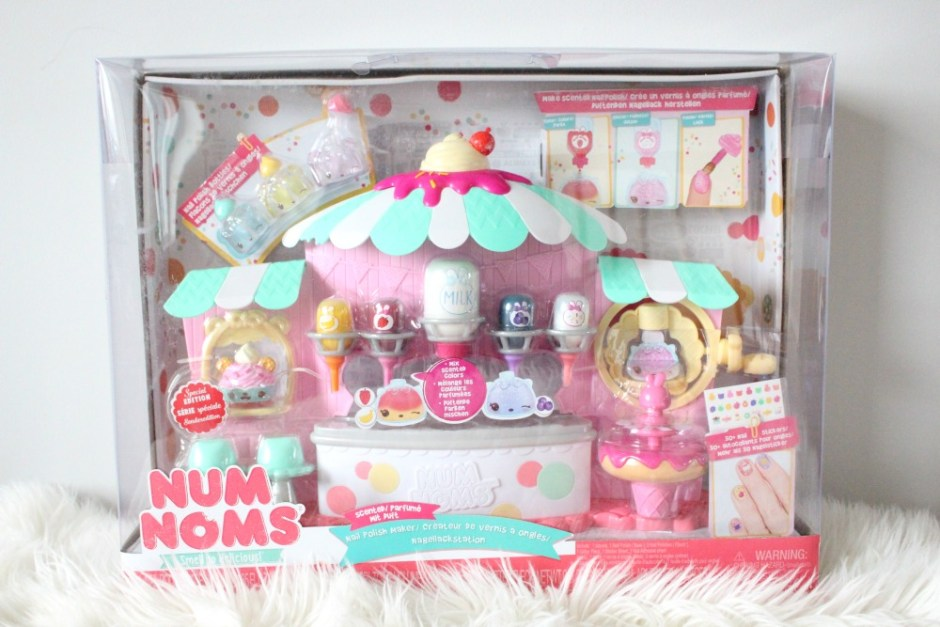 Holiday Gift Guide: Num Noms Scented Nail Polish Maker | Review & Giveaway