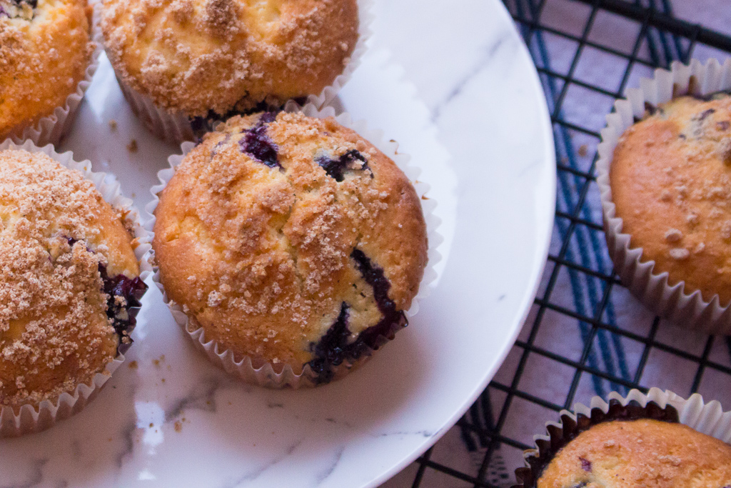 Easy Blueberry Muffins Recipe With Crumb Topping