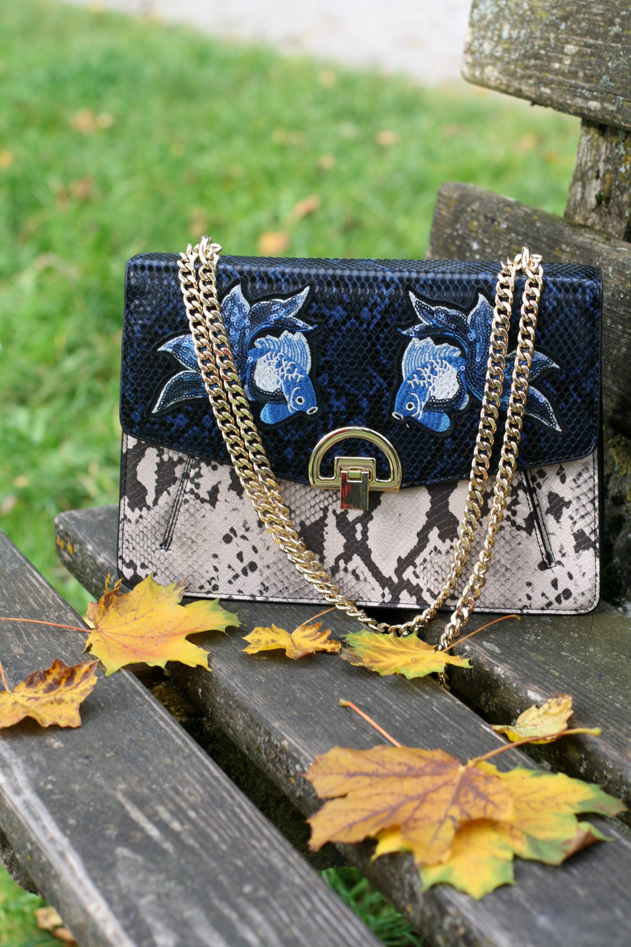 Herbstlook Trendfarbe Statement Tasche Mango Lady of Style