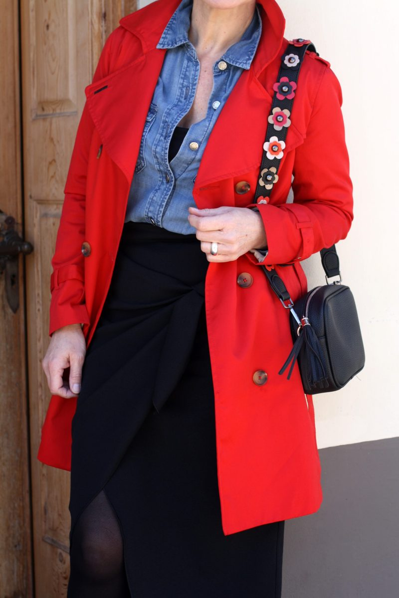 Roter Trenchcoat Jeanshemd Wickelrock LadyofStyle