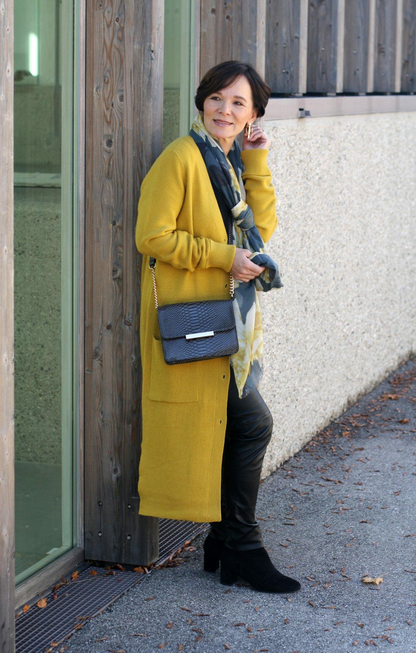 Trend Herbstfarbe Gelb Cardigan Strickmantel Esprit Lederleggings 50plus Blogger LadyofStyle