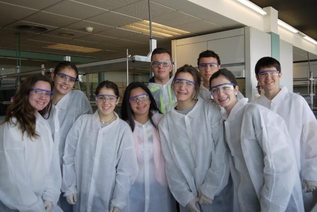 Los alumnos de 4º ESO sintetizan paracetamol en la Universidad de Alicante