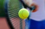 Practicamos tenis en el colegio