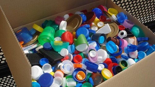 Reciclaje de tapones para ayudar vidas