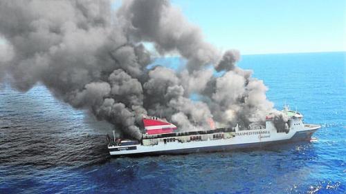 Incendio en el ferry Sorrento en Palma de Mallorca