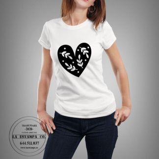 camiseta chica corazon escandinavo