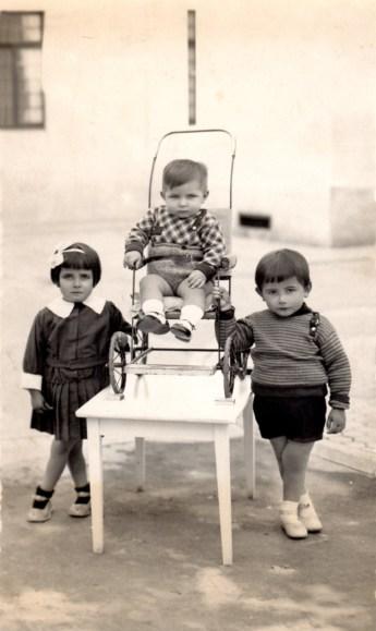 Niños de la Casa Cuna en el patio de la institución antes de la Explosión de Cádiz