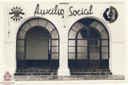 Cristales rotos en la sede de Auxilio Social