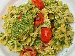 pasta con pesto di rucola rughetta mandorle pomodorini